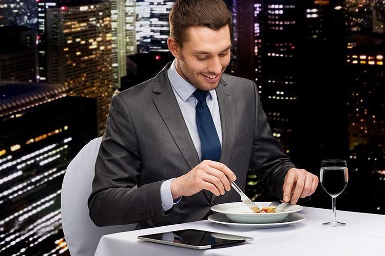 Allena il palato, studia e sa scrivere L'identikit del critico gastronomico
