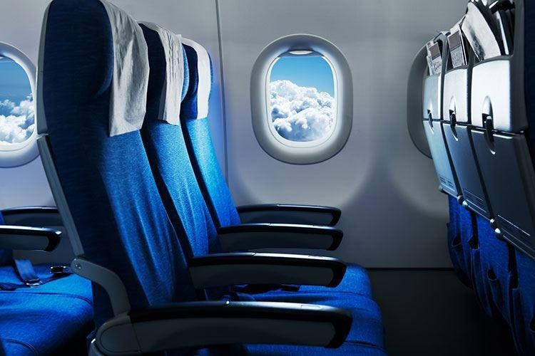 Stop al bagaglio a mano in cabina Scatta il divieto su tutti i voli