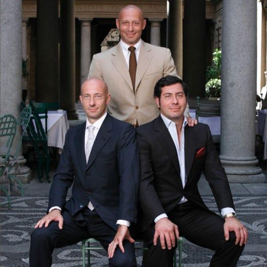 In piedi: Andrea Stoppani; seduti, da sinistra: Stefano e Paolo Stoppani