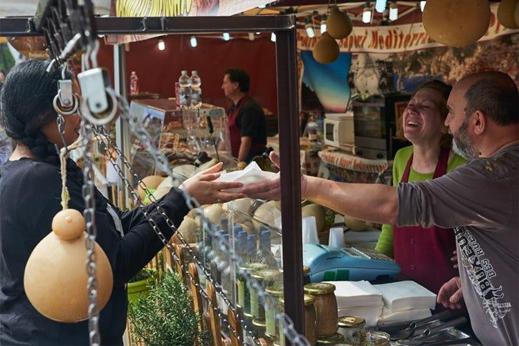 """Street food, una tradizione millenaria che oggi conta 2,5 miliardi di """"seguaci"""" - Italia a Tavola"""