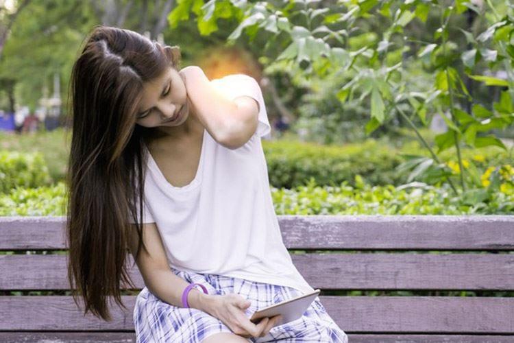 Tablet, usarlo troppo crea dolori al collo Le donne sono le più colpite