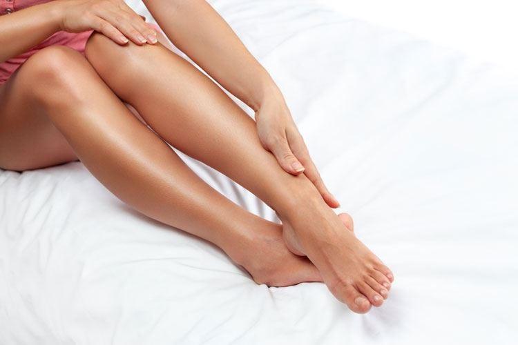 Movimento contro l'insufficienza venosa Docce fredde e gambe sollevate la sera