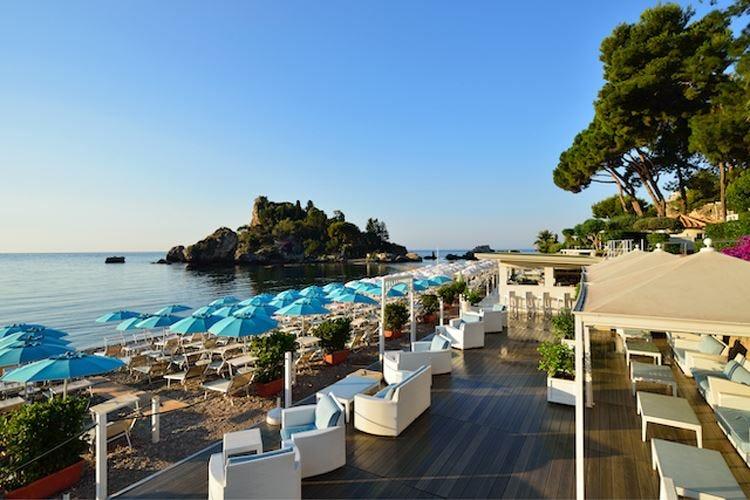 Taormina, aperitivo senza plastica Un drink a chi ripulisce la spiaggia