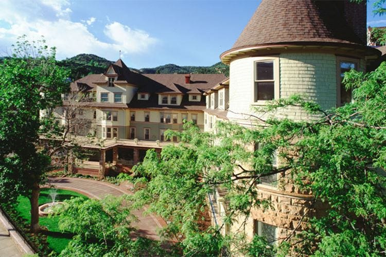 Fascino d'epoca e vista sulle montagne 