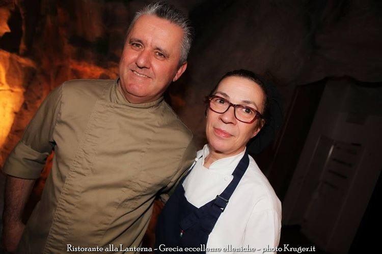 Theo Karathanasis, tappa nelle Marche Menu greco nella cucina di Elide Pastrani