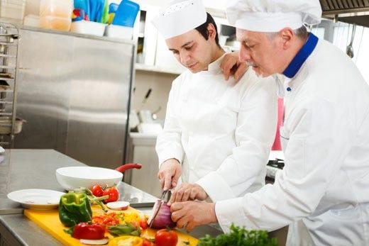 A trento il bio servito seminario sulla ristorazione for Ayudante de cocina funciones