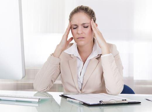 Come prevenire il mal di testa? Basta spegnere l'aria condizionata!