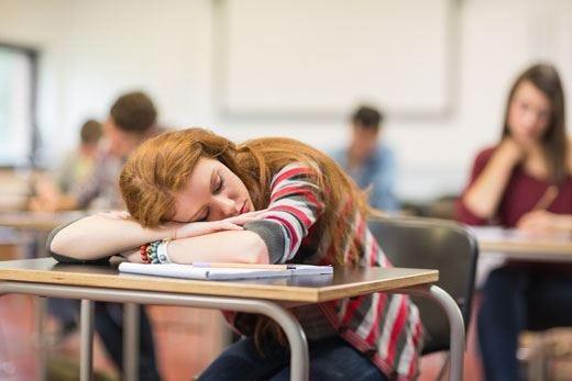 Gli studenti non dormono abbastanza La soluzione? Nuovi orari a scuola!