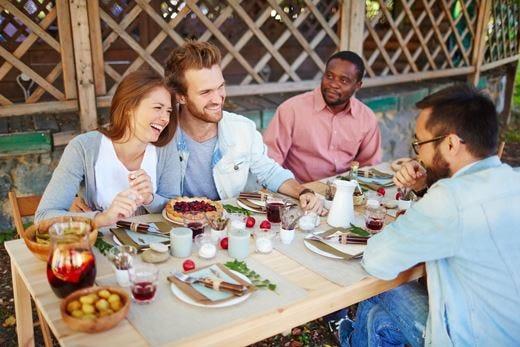 Viaggi, il cibo è il nuovo protagonista Dai corsi di cucina alle cene in famiglia