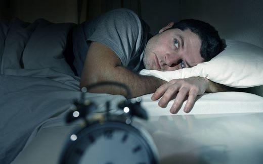 Sonno interrotto? Nemico del buonumore Meglio dormire poche ore ma di seguito!