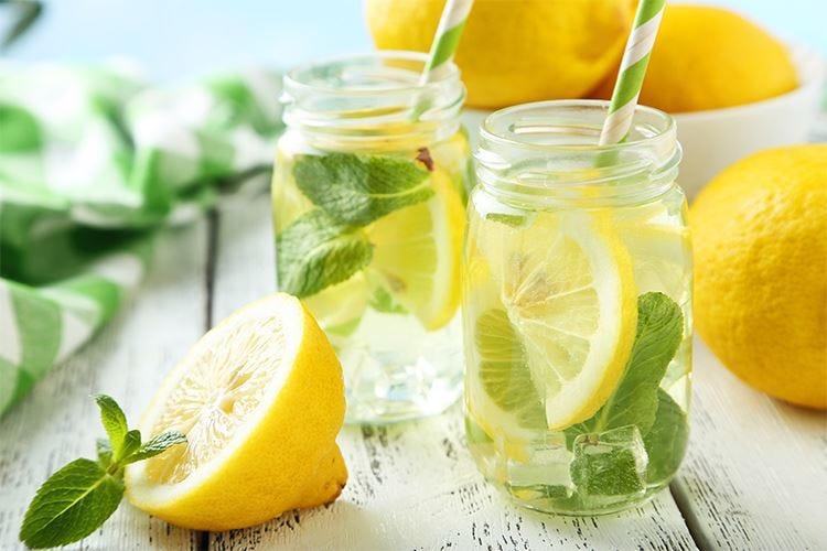 Acqua, succhi e bevande alla frutta I consigli dell'Unc per dissetarsi d'estate