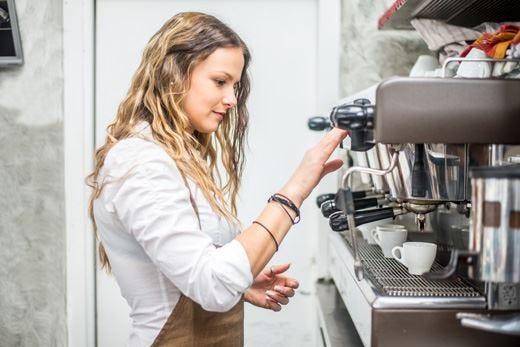 Abi Professional punta alla formazione Corsi basic per futuri barman