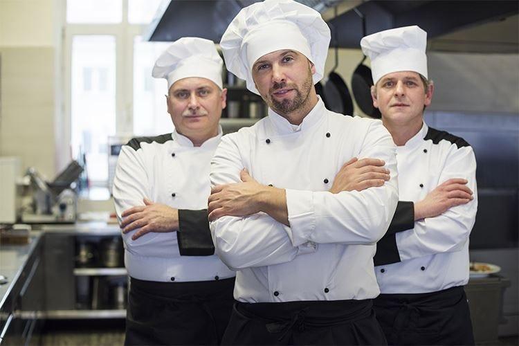 """Veri """"Ambasciatori del gusto"""" o élite? Cuochi e ristoratori, ci risiamo!"""