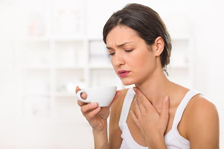 I gargarismi con succo di limone non sono efficaci contro il mal di gola