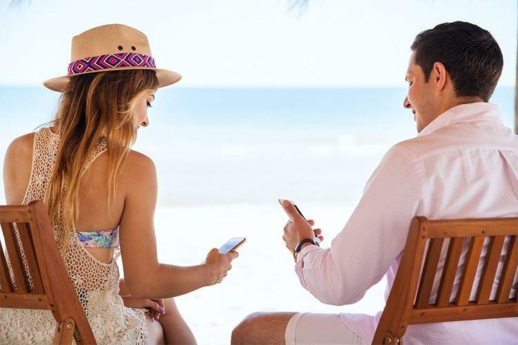 Turismo digitale, 6 viaggiatori su 10 non rinunciano ai social in vacanza