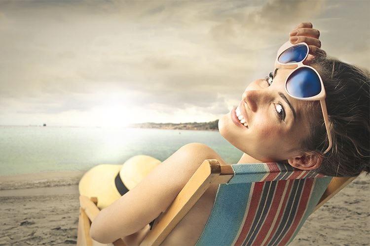 Prendere il sole... allunga la vita! Con moderazione e le giuste creme