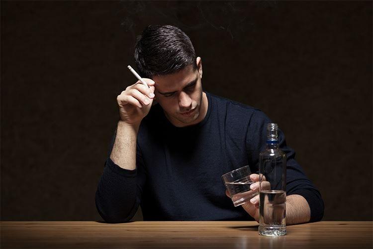Fumo, alcolici, vita sedentaria Le cattive abitudini iniziano in famiglia