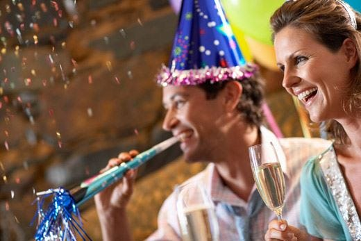 A tavola o in viaggio, Capodanno è festa Spesa da 2,5 miliardi di euro per il cenone