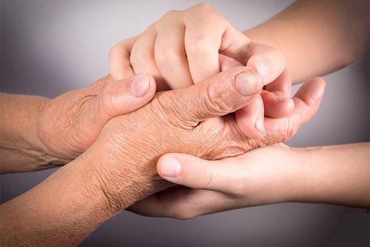 Tutore la notte e antinfiammatori per combattere l'artrosi al pollice