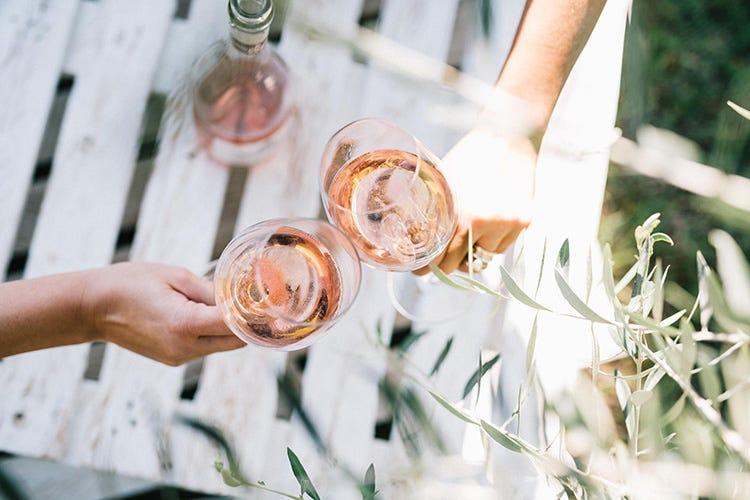 San Valentino, una festa in rosaa base di gocce e perlage
