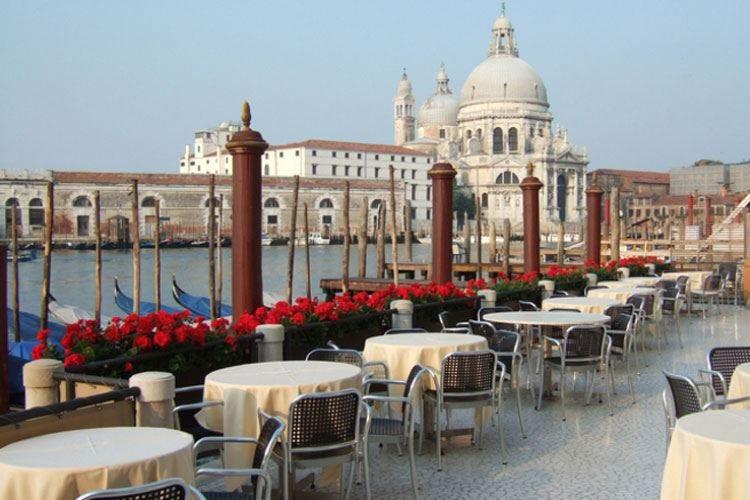 Venezia, multa all'osteria dal conto salato Ascom rimborsa i clienti giapponesi