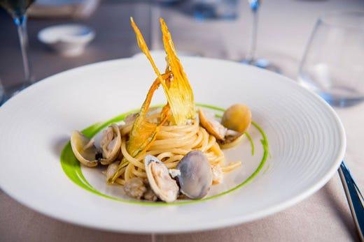 A Napoli inaugura Villa Partenope Cucina tradizionale in chiave ...