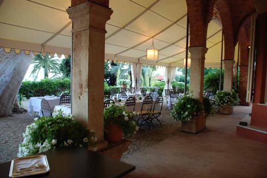 Giardini incantevoli e cucina tipica ligure al relais for Trombetta arredamenti
