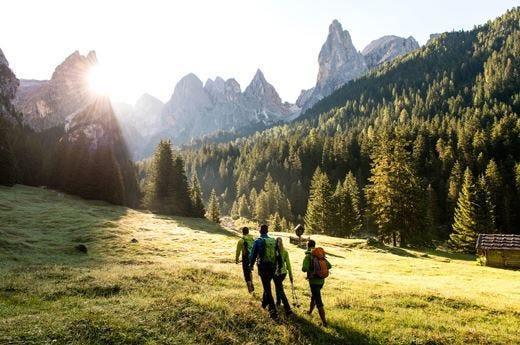 Passeggiate tra le montagne altoatesine coccolati dai comfort dei Vitalpina Hotels