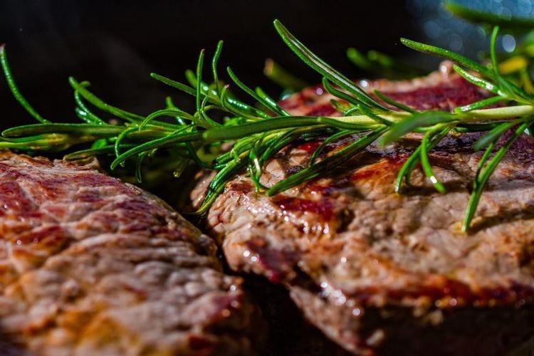 Voglia di bistecca in tavola, +6% Uno su 2 preferisce carne italiana