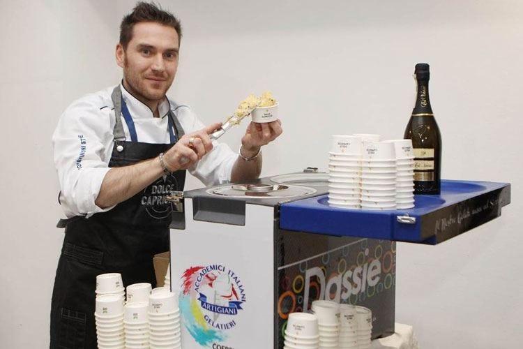 """Bollicine di Col Vetoraz e maracuja Il gelato """"frizzante"""" di Yuri dal Pos"""