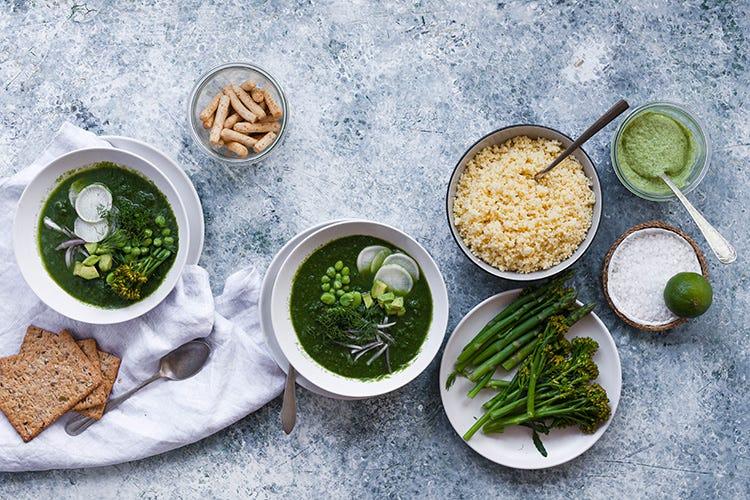 Zuppa di asparagi e spinaci con quinoa - Foto Shutterstock Zuppe, una ricetta per rigenerarsi Un piatto salutare per l'estate