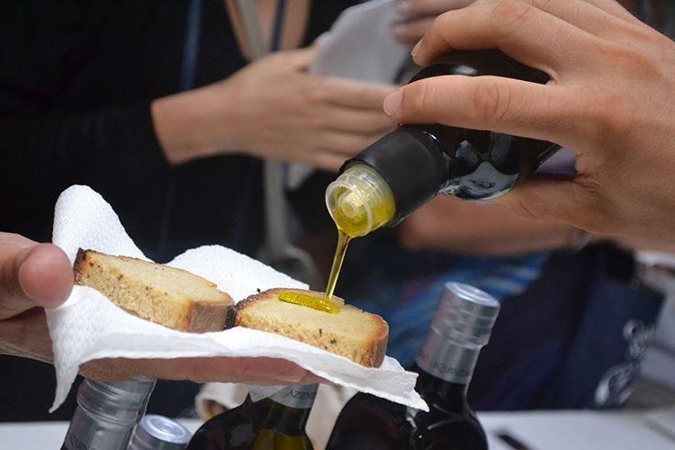 La Puglia omaggia l'olio regionaleA Bari una giornata ad hoc