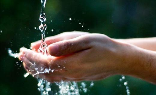 """Esperti delle """"minerali""""... mentre si muore per mancanza d'acqua"""