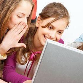 """Adolescenti """"bevitori""""? Più a rischio chi naviga su internet"""