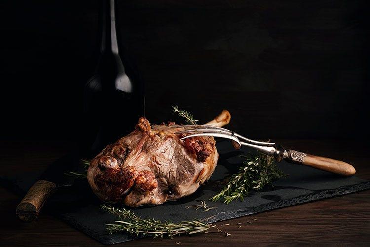 La carne è molto tenera e bene si presta a secondi da forno e agli spezzatini Ricette e abbinamenti con l'agnello per una Pasqua secondo tradizione