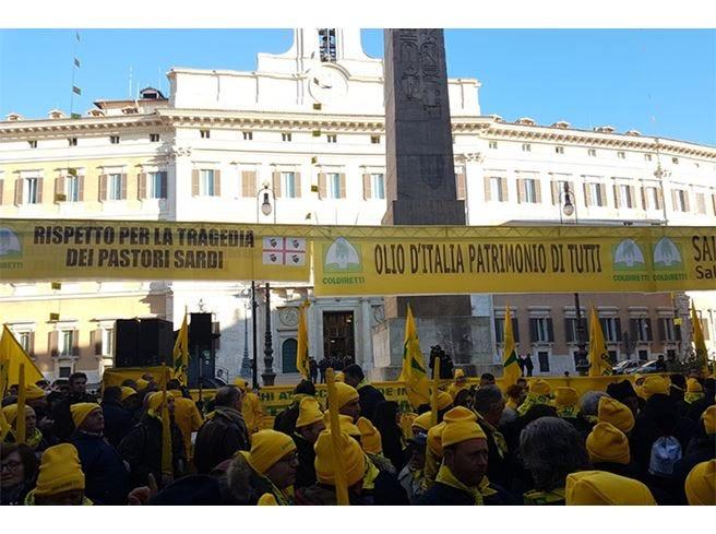 L'agricoltura protesta a Montecitorio Salvini prepara un incontro per giovedì