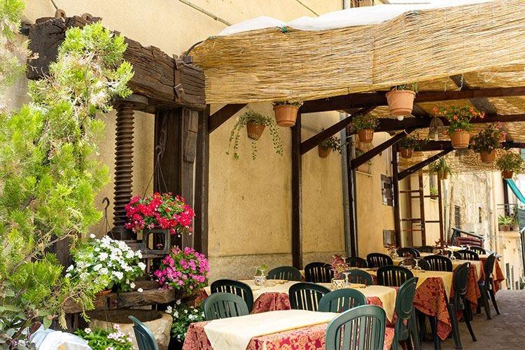 Lombardia, gli aiuti agli agriturismi svantaggiano i ristoranti già in crisi