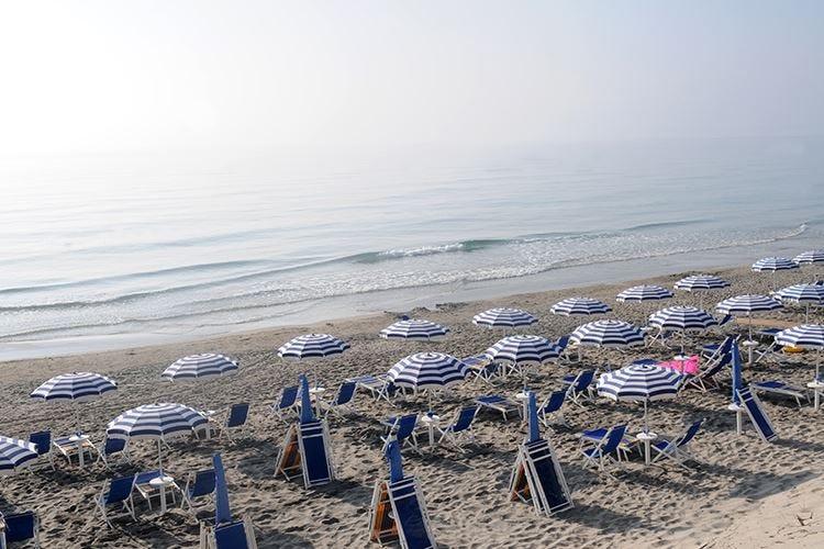 Aiuti per vacanze estive in Italia? Italia Viva: 500 euro a famiglia