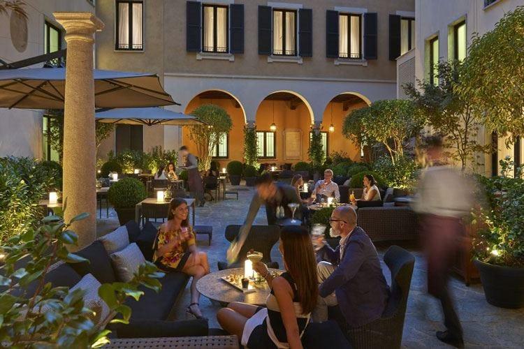 Al Mandarin Bar & Bistrot Milan il menu si apre a sfiziose proposte