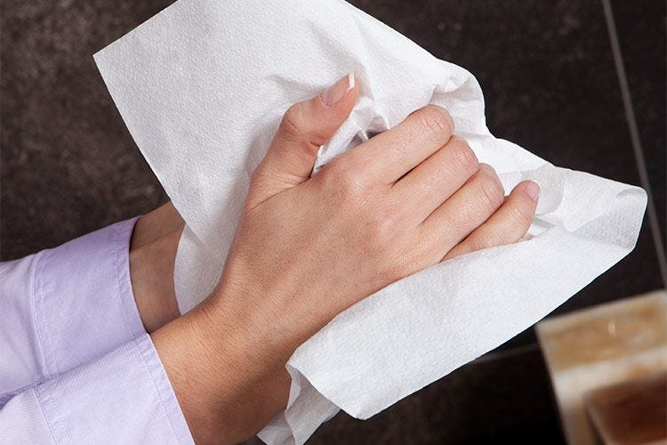 Asciugamani in carta monouso: l'ideale per un'igiene garantita
