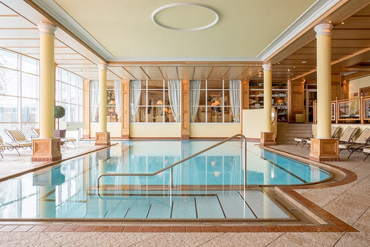 La piscina interna (World Luxury Spa Awards 2019 Premio all'Astoria di Seefeld)