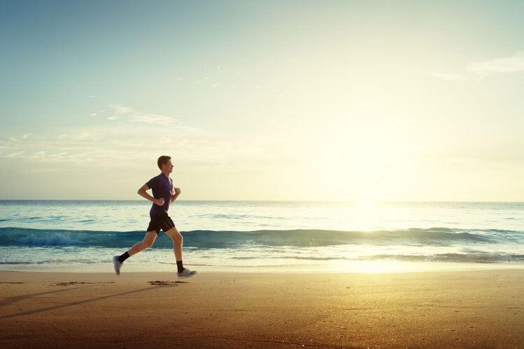 Attività sportiva sulla spiaggia Un rischio per le ginocchia
