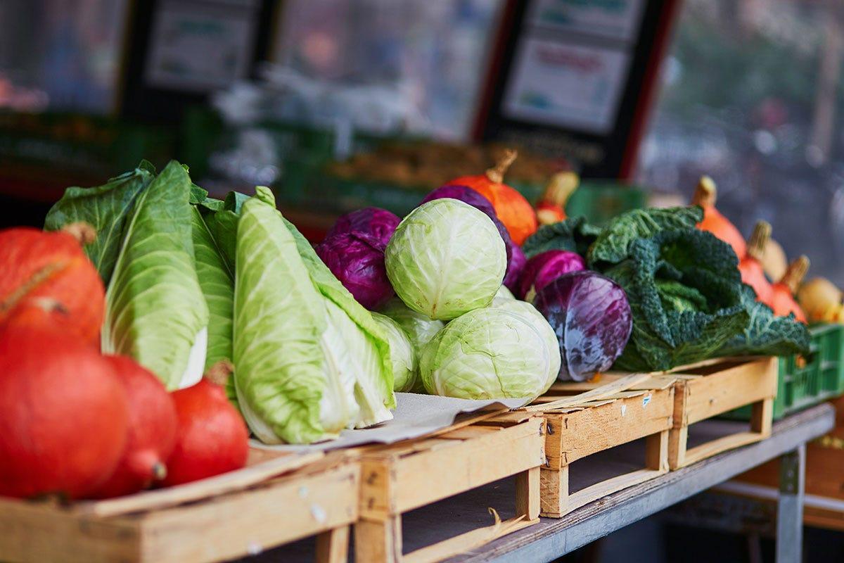 Caro prezzi alle bancarelle? Frutta e verdura, prezzi alle stelle? Le bancarelle sembrano vie di lusso