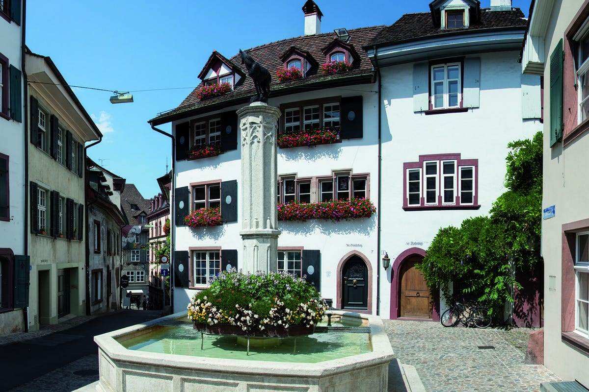 Una piazzetta del centro Arte, architettura ed esperienze: ecco Bailea, la New York della Svizzera