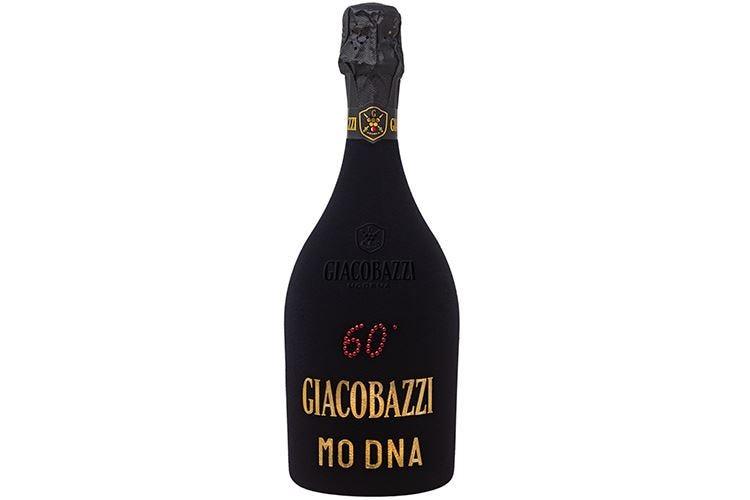 Una bottiglia vestita a festa per celebrare i 60 anni di Giacobazzi