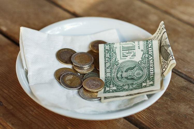 Camerieri ricchi con l'anno nuovo? Negli Usa mance da 2020 dollari