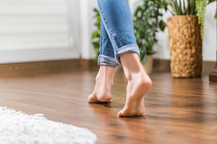 Camminare a piedi nudi aiuta la circolazione e la postura