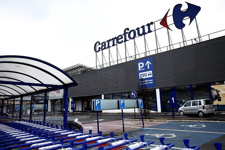 Carrefour ha 321mila dipendenti nel mondo (Fonte: Agra Editrice) - Carrefour rimane francese I canadesi rinunciano all'acquisto