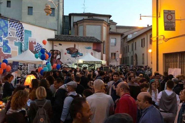 La cena itinerante di Faenza Tre giorni di cucina e arte in piazza