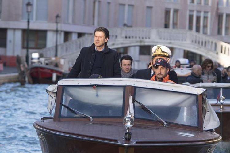 Conte in visita a Venezia «20mila euro ai commercianti»